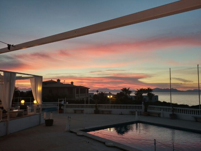 Essen gehen in Betlem, Mallorca. Wunderschöner Sonnenuntergang.
