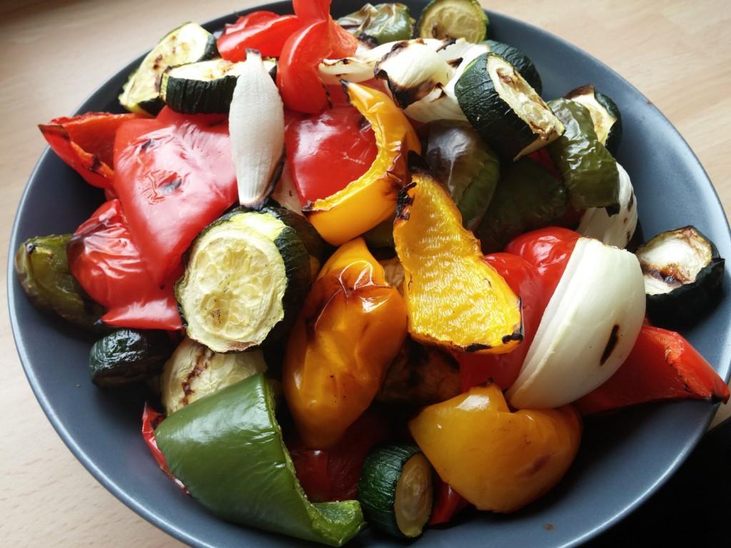 Das Gemüse ist gar, fehlt nur noch das Dressing.