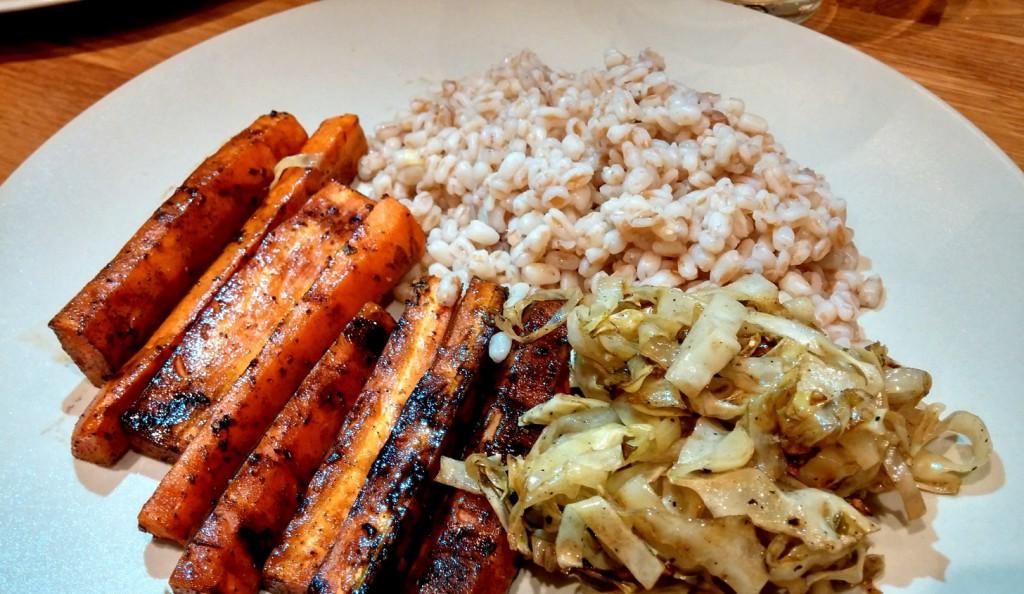 Gemüse kann so lecker sein - Schmorkohl mit karamellisierten Karotten und Dinkel!
