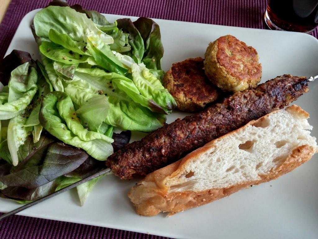 Das Grillmenü mit Köfte und Falafel