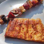 Mmmh, lecker. Chorizo-Grillspieß mit Grillkäse.