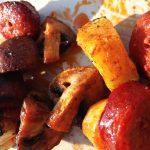 Nahaufnahme Chorizo-Grillspieß
