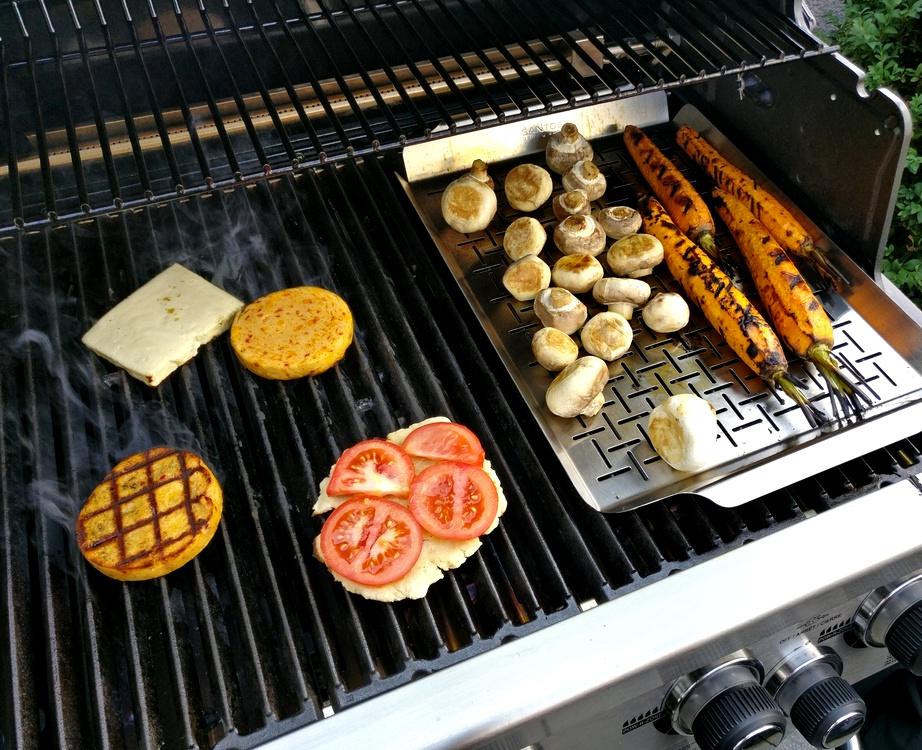 Grillkäse, Möhren und Champignons auf Broil King Regal 490