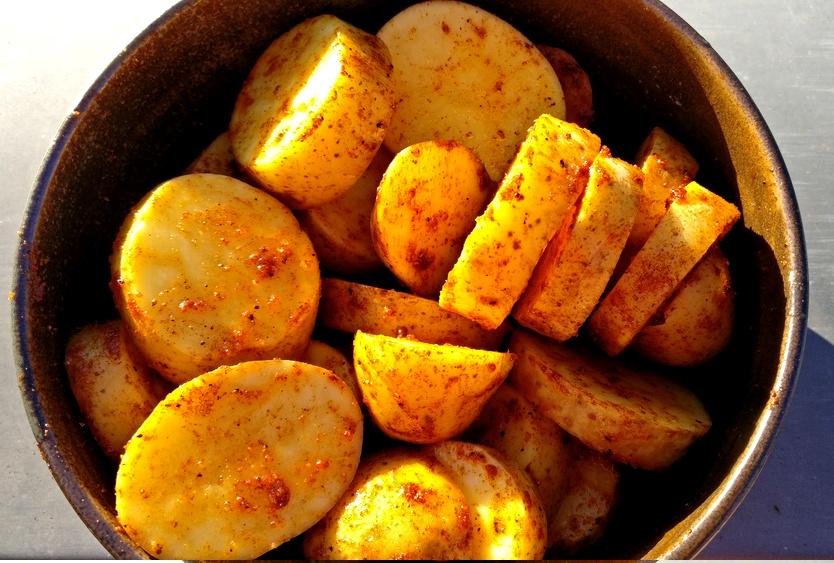 Kartoffelchips marinieren