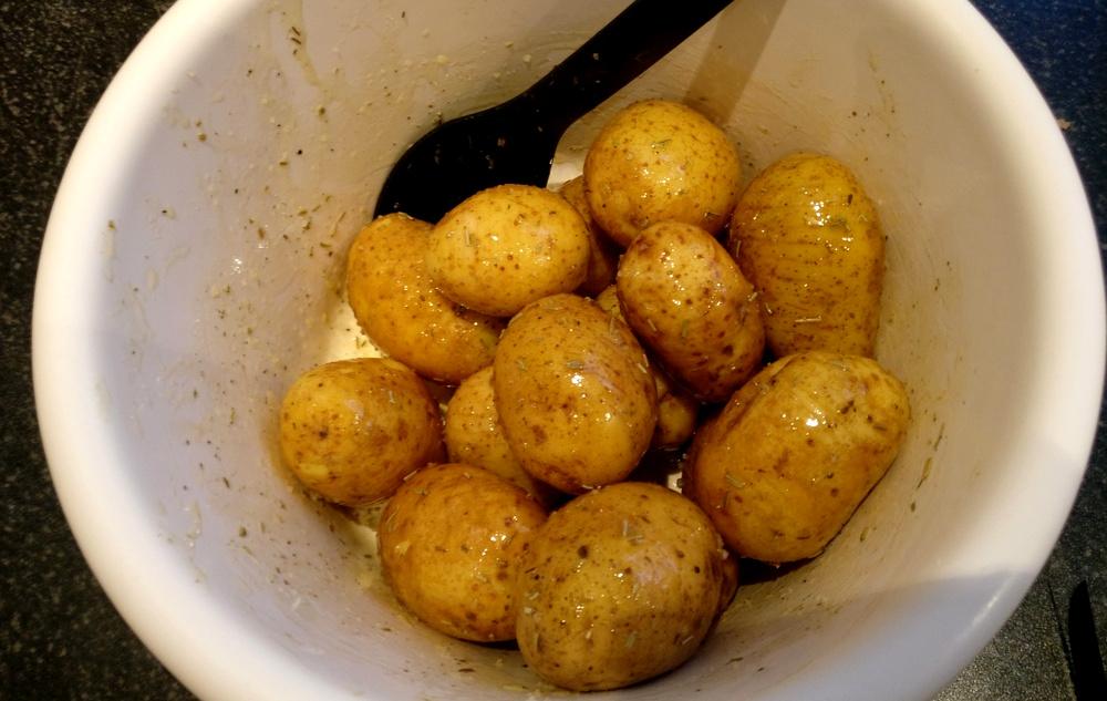 Fächerkartoffeln marinieren