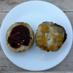 Angus Beef Patty auf den Bryce Canyon Burger legen