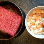 Rinder-Hackfleisch für die Pattys vorbereiten
