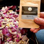 Zum Würzen der Schalotten verwende ich das Ankerkraut Gewürzsalz