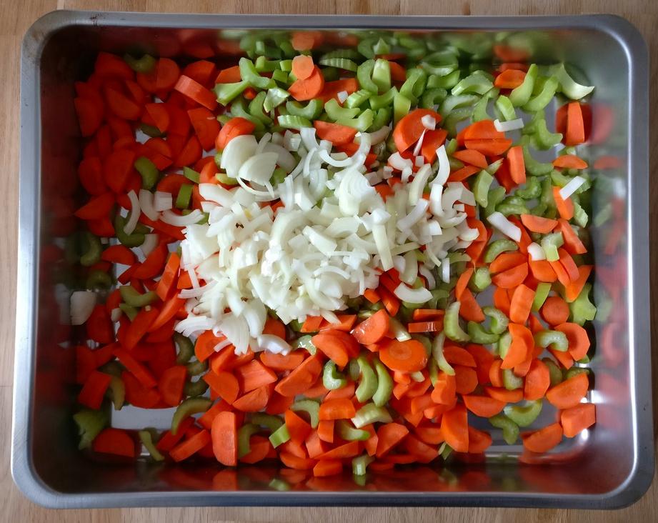 Für die Sauce nehme ich Karotten und Sellerie
