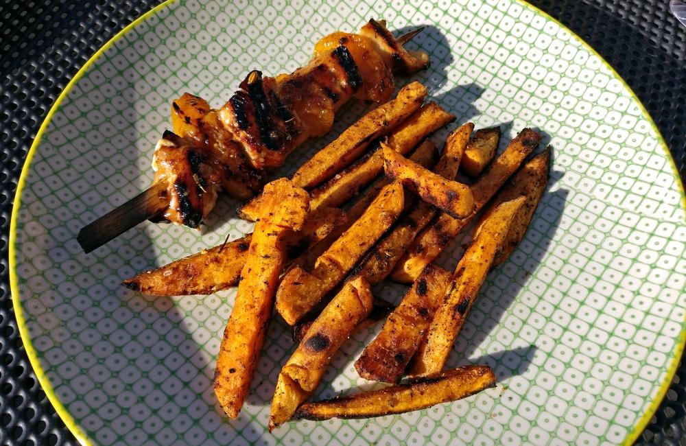 Soja-Aprikosen-Hähnchenspieß mit Süßkartoffel