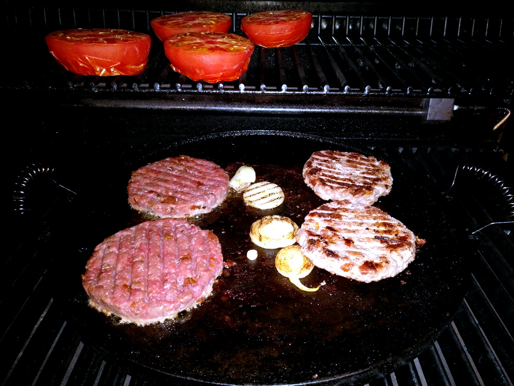 Rinder-Patties angrillen