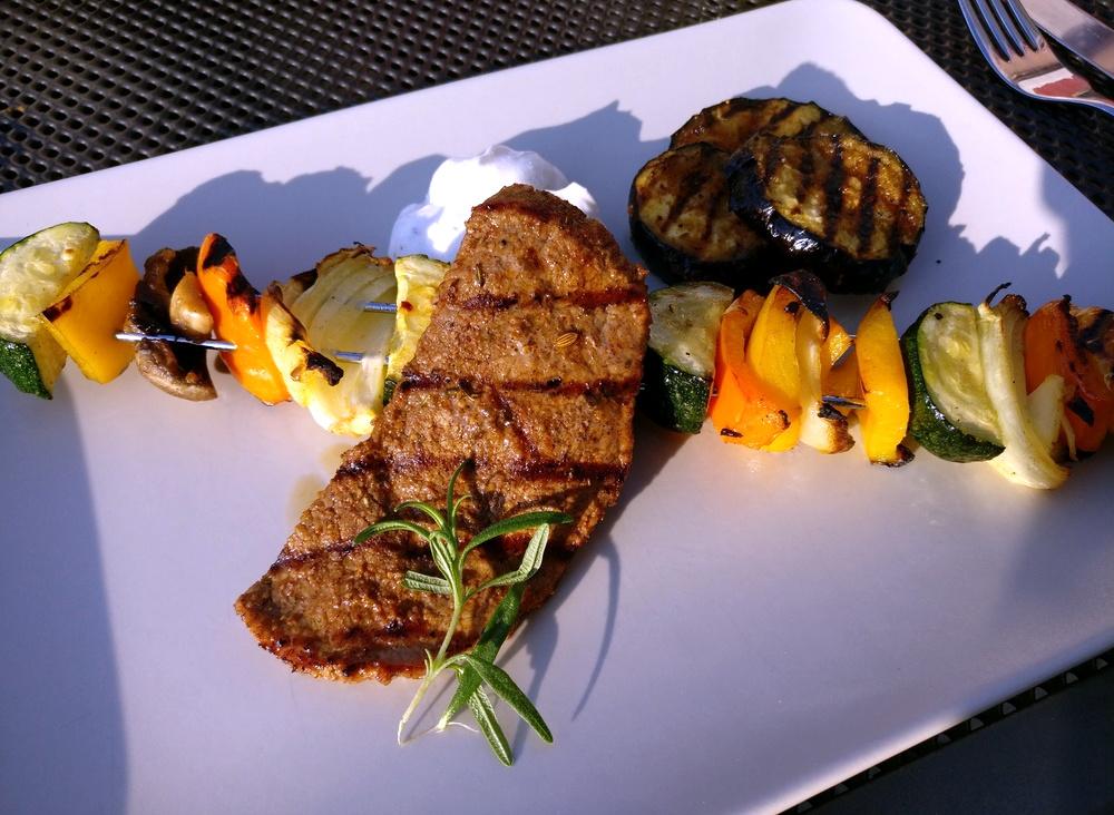 Rinder-Minutensteaks mit Gemüsespießen
