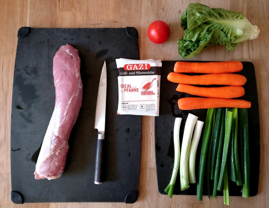 Zutaten für die Grillspieße mit Schweinefilet, Lauch und Karotten