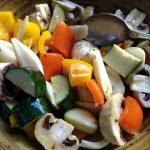 Das marinierte Gemüse für die Spieße