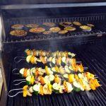 Als erstes grille ich die Gemüsespieße und Auberginen