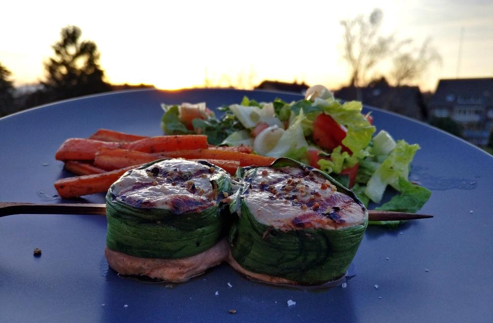 Filet-Grillspieße mit Karotten und Salat
