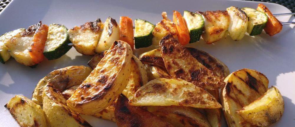 Gemüse-Spieße und Wedges