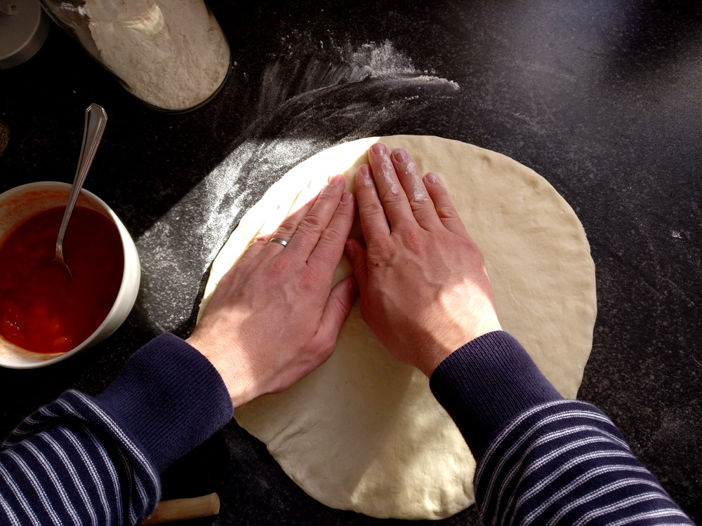 Den Pizzaboden formen