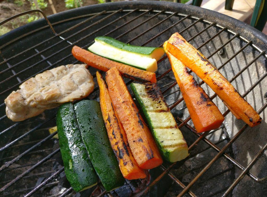 Das Gemüse wird gegrillt beim Madeira BBQ 2