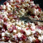 Die Füllung für die Spitzpaprika, bestehend aus Feta, Paprika, Quark und Milch sowie Thymian
