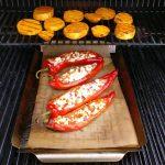 Das Gemüserost ist perfekt zum Grillen von Süßkartoffel geeignet, da sie dort nicht so schnell verbrennt