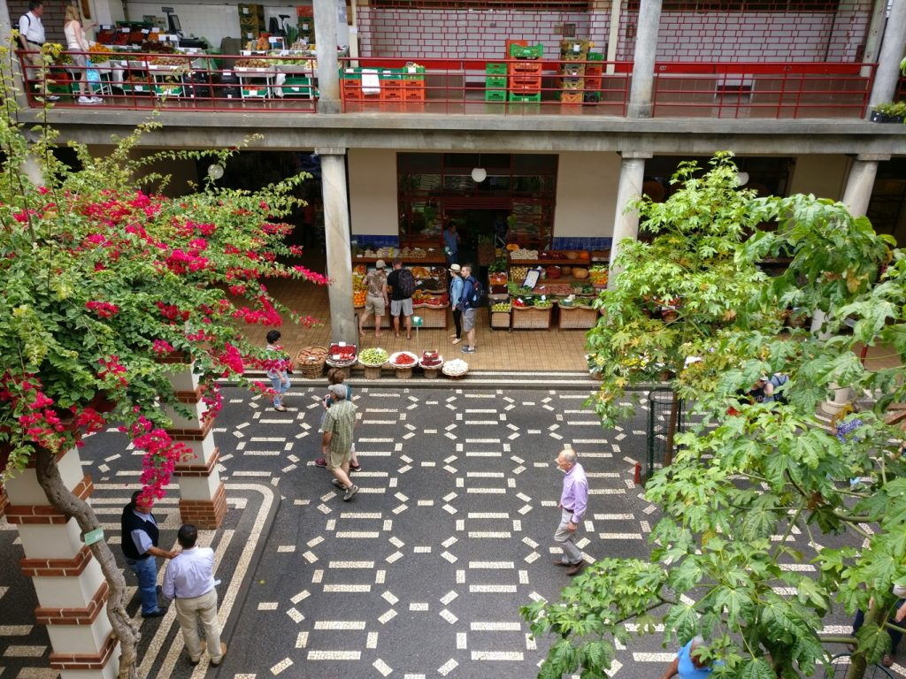 Blick in den Innenhof des Mercado dos Lavradores