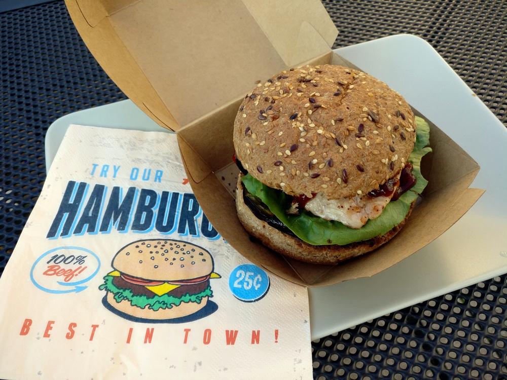 Super leckerer Hamburger mit Pute und Grillgemüse