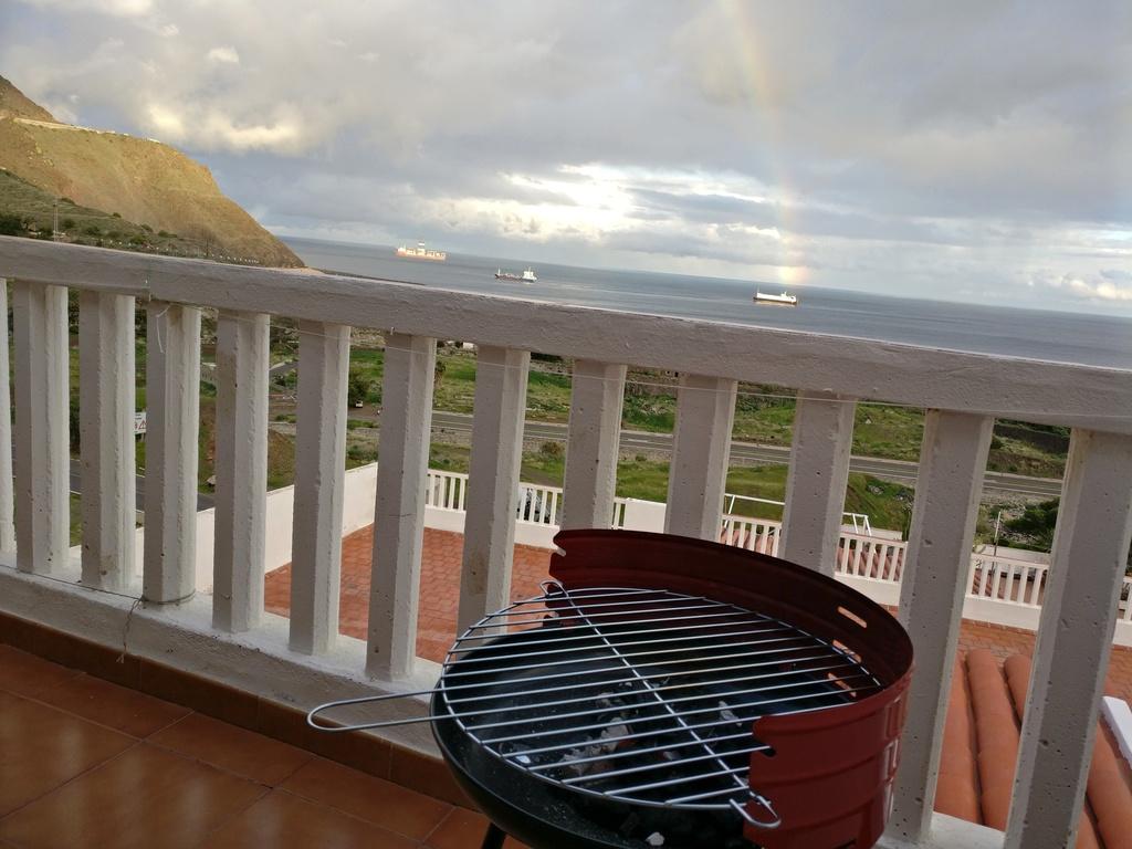 Neuer Grill mit Meerblick und Regenbogen