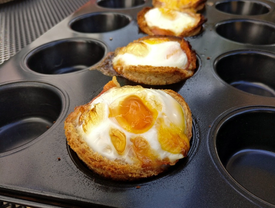 Leckere Bacon-Egg-Muffins vom Grill