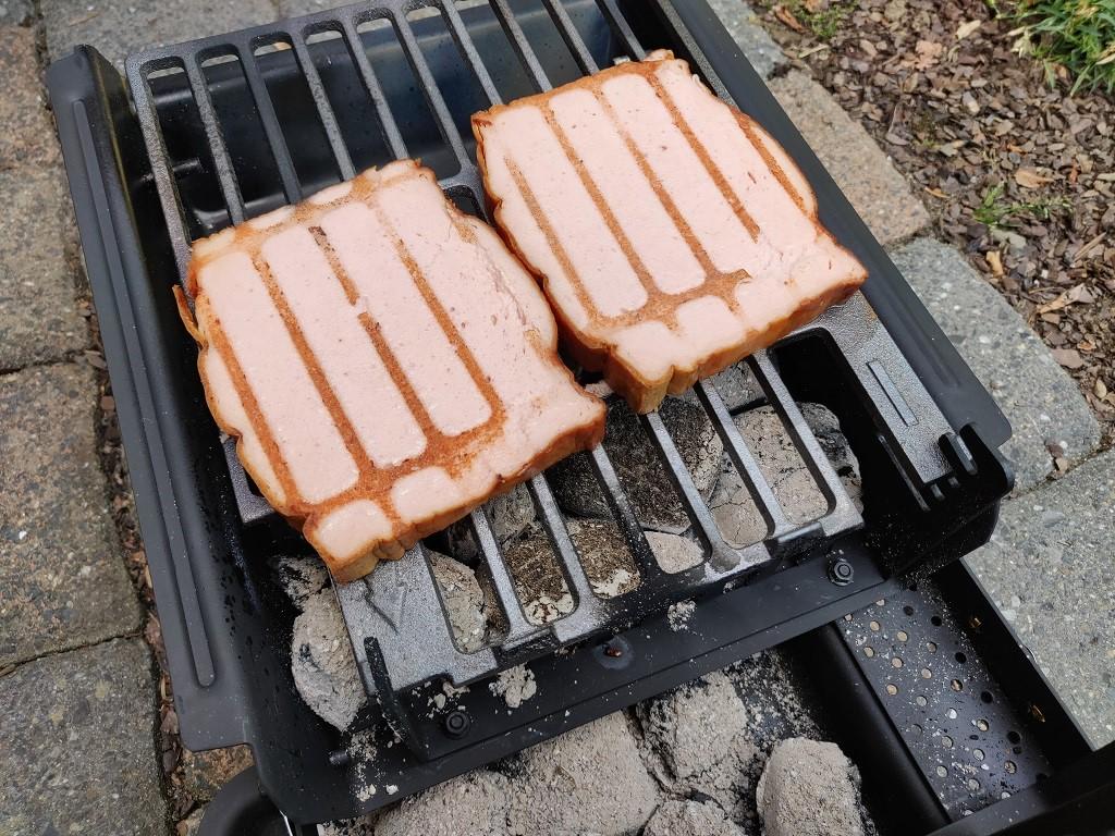 Leberkäse für den Bavaria Burger grillen