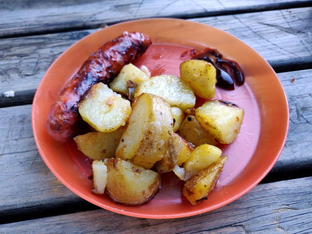 Geschmorte Kartoffeln mit Salsicha