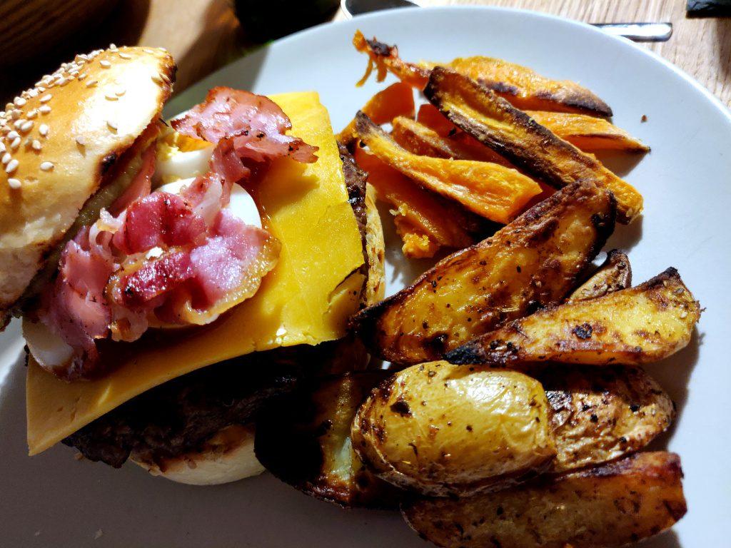Hmm, leckerer Silvesterburger 2018 mit Bacon und Ei.