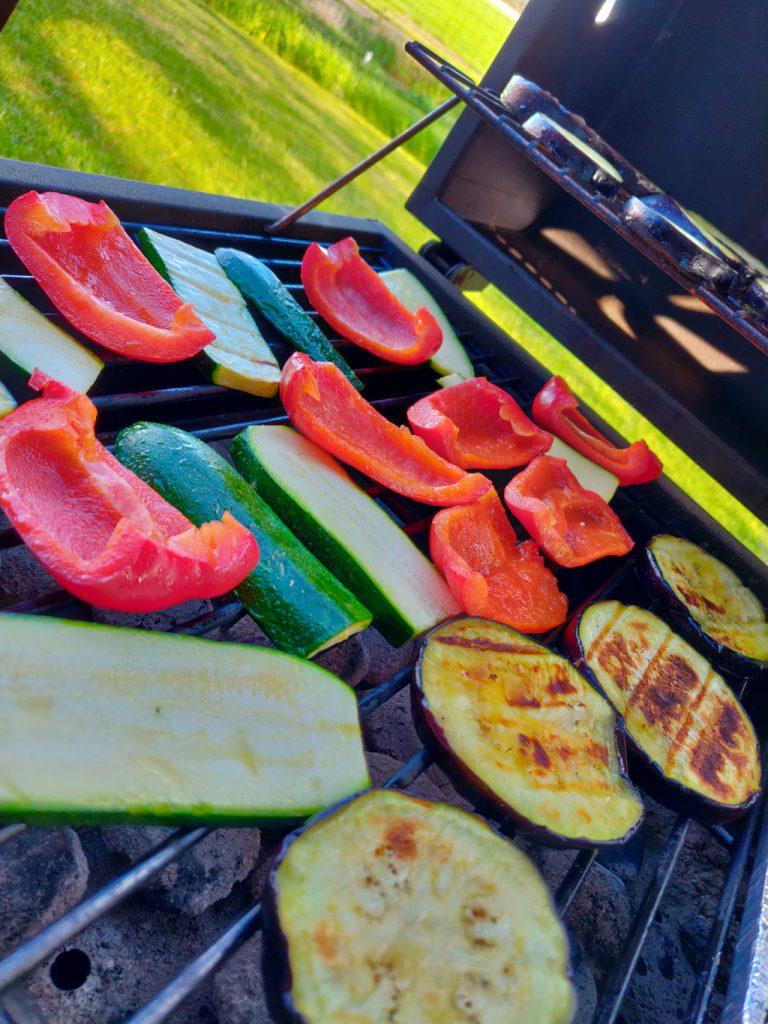 Das Gemüse für den Grillsalat auf dem Tepro Toronto