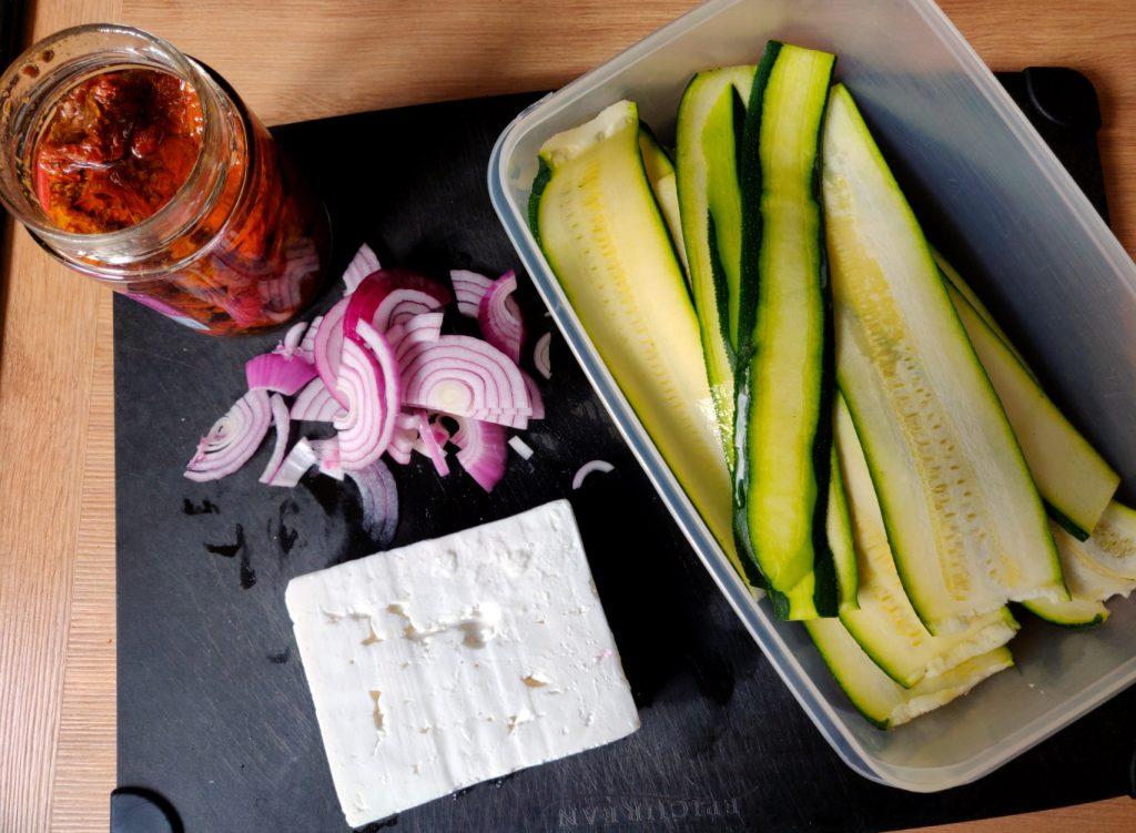 Die Zutaten für meine Zucchinipäckchen
